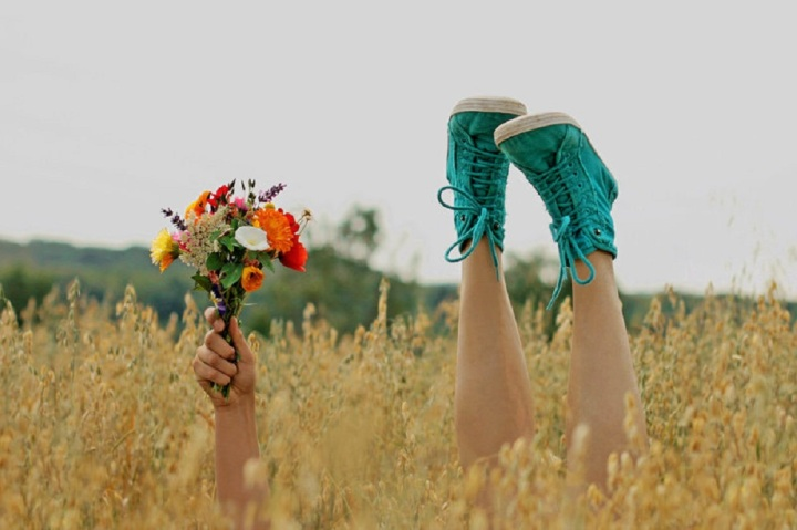 flowers_for_you_hand_tree_grass_arm_shoes_hd-wallpaper-778170
